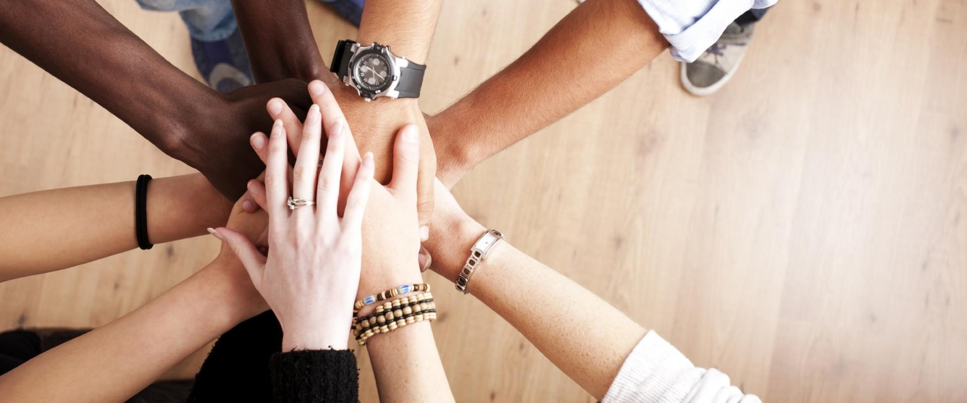 how-to-foster-more-teamwork-in-your-office-1920x800